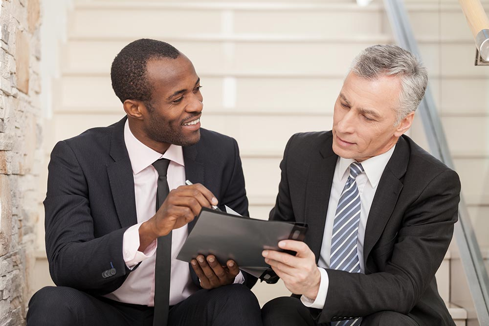 Please Read Carefully: Two businessmen discuss plain language business reports